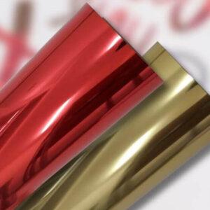 Detalhe dos rolos de filme de recorte metálico termotransferível nas cores vermelho e dourado