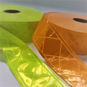 Refletivos de PVC amarelo e laranja