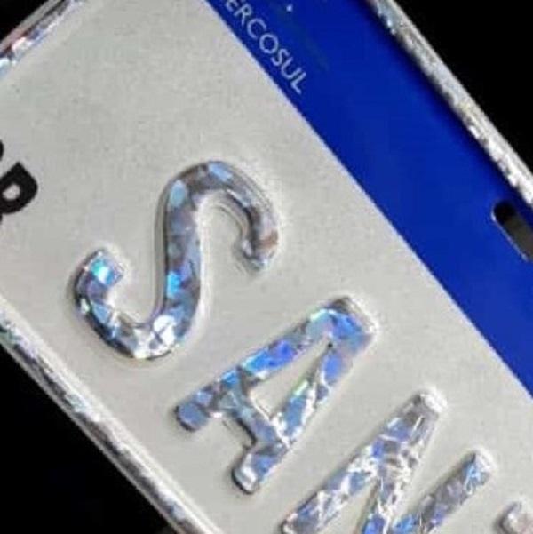 Hot stamping holográfico para placas personalizadas